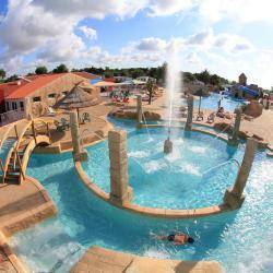 camping piscine luxe vendée